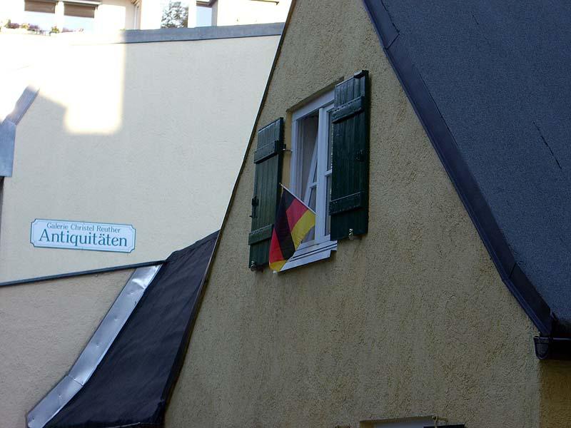 Deutschlandfahne im Fenster