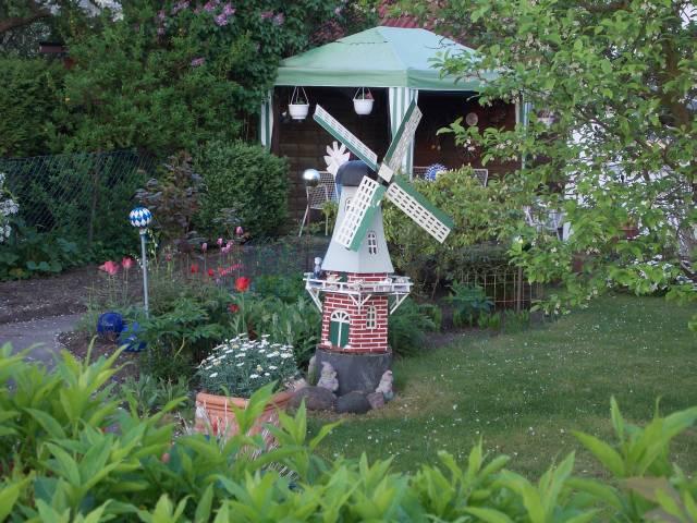Windmühle in Schrebergarten