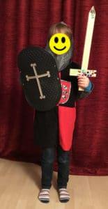 Als Ritter verkleidetes Kind (c) privat