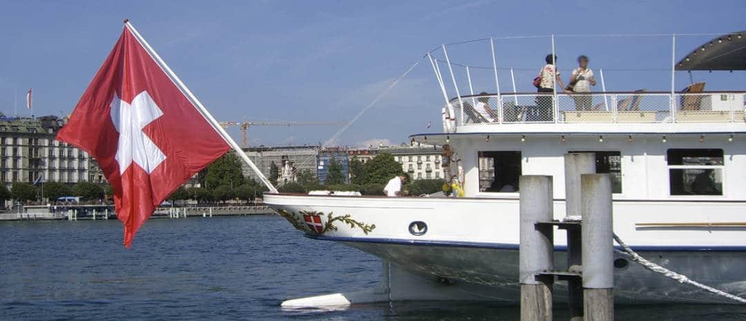 Schiff mit schweizer Fahne / Foto: Larissa Vassilian