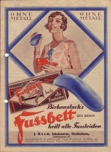 Plakat des blauen Fußbetts von Birkenstock / Foto: BIRKENSTOCK